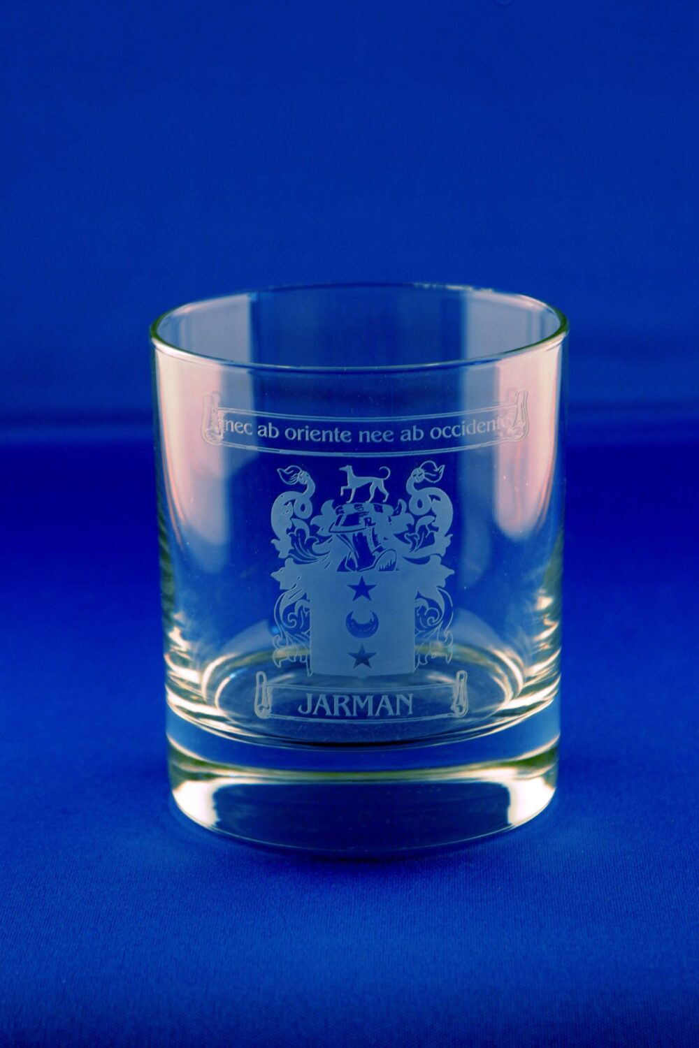 Whisky tumbler with family crest
